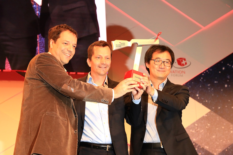 GratXray receives the Swiss Technology Award at Swiss Innovation Forum.