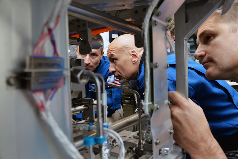 Astronauts training for servicing the AMS (Alpha Magnetic Spectrometer) detector in Aachen | © CERN